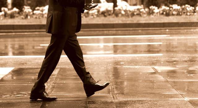 スーツ 雨