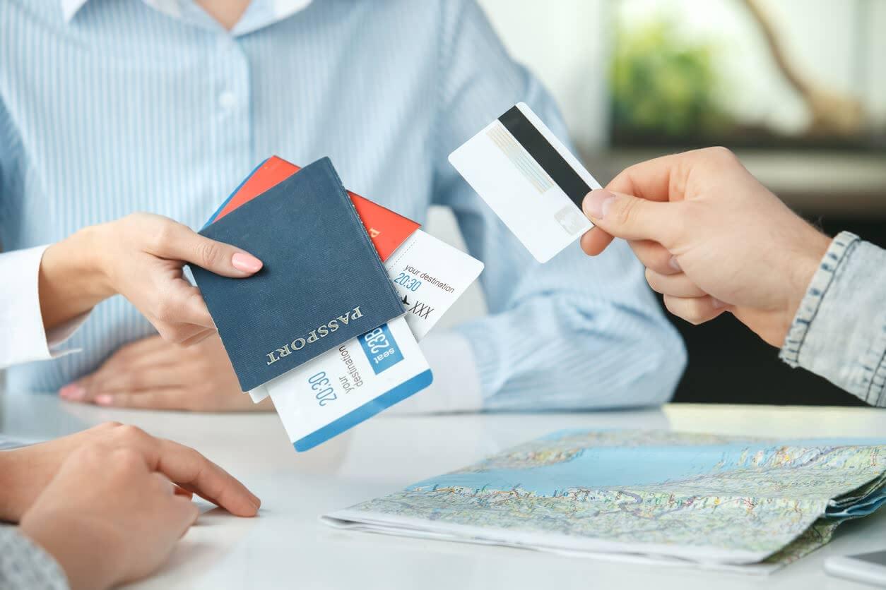 楽天カードに海外旅行保険はある 適用条件や注意するポイントを解説