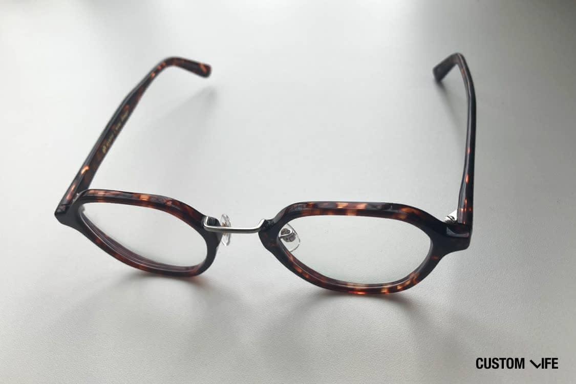 石崎さん私物のayameの眼鏡(石崎さん撮影)