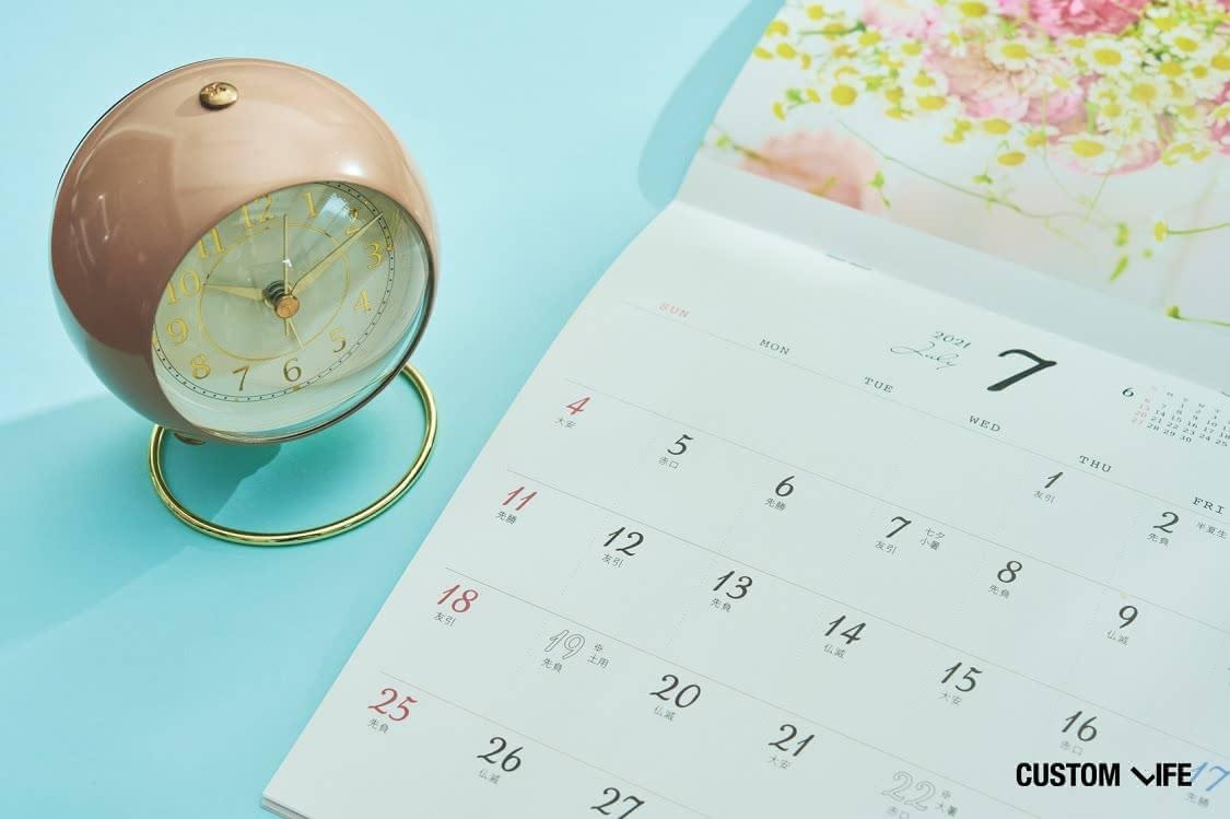 置き時計とカレンダー