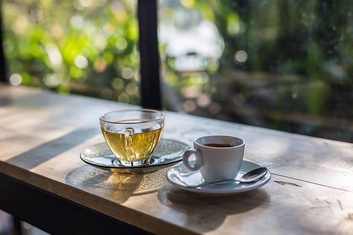 お茶とコーヒーの写真